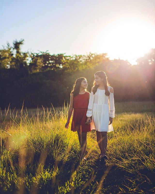 Sunset sisters. ☀️👯