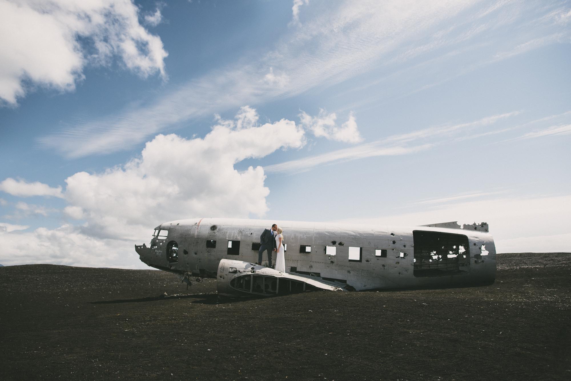 wedding photographer iceland Sólheimasandur plane