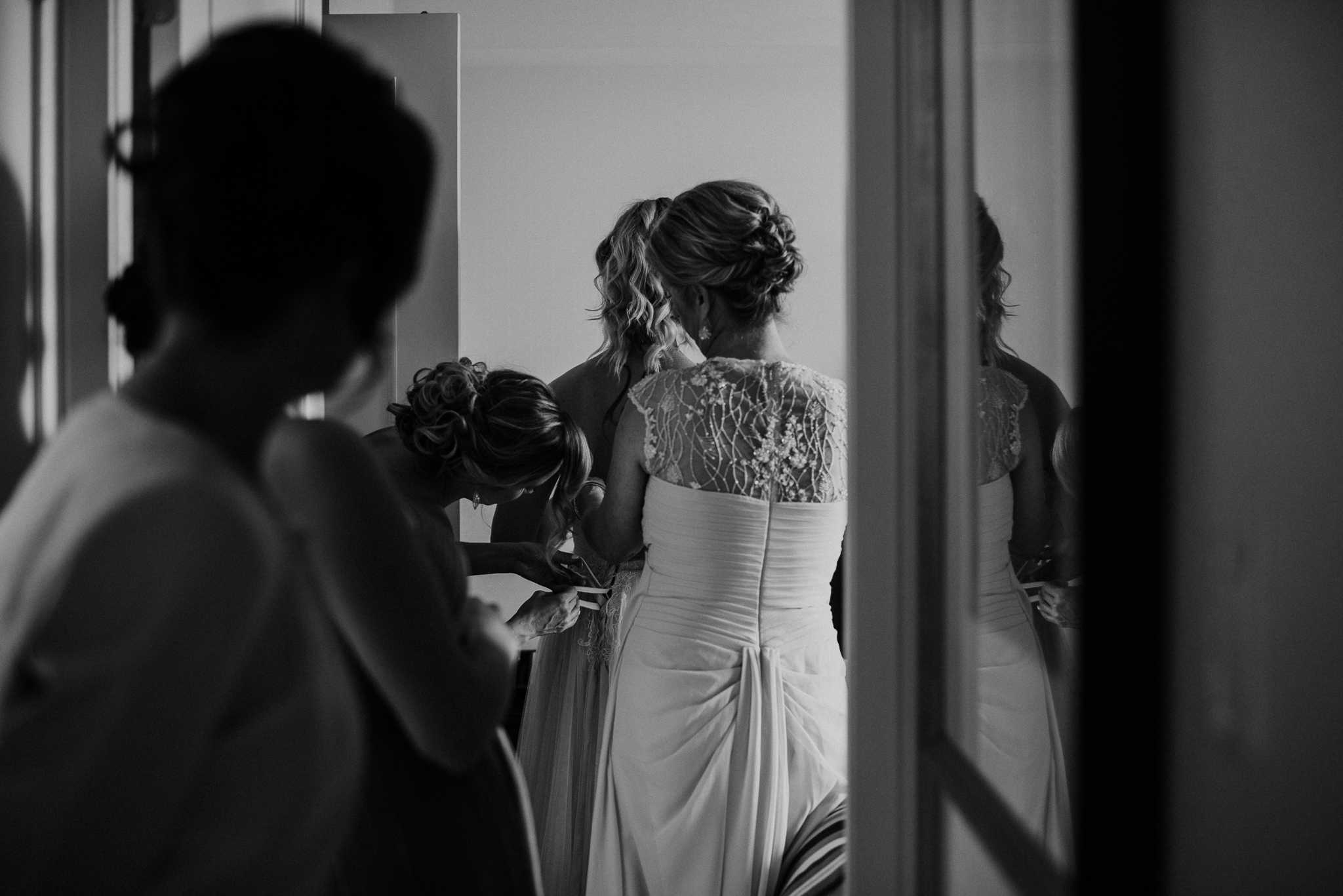 36-vintage-vancouver-gastown-same-sex-wedding-the-permanent-ellesarah-sara-rogers-photography-0208.jpg