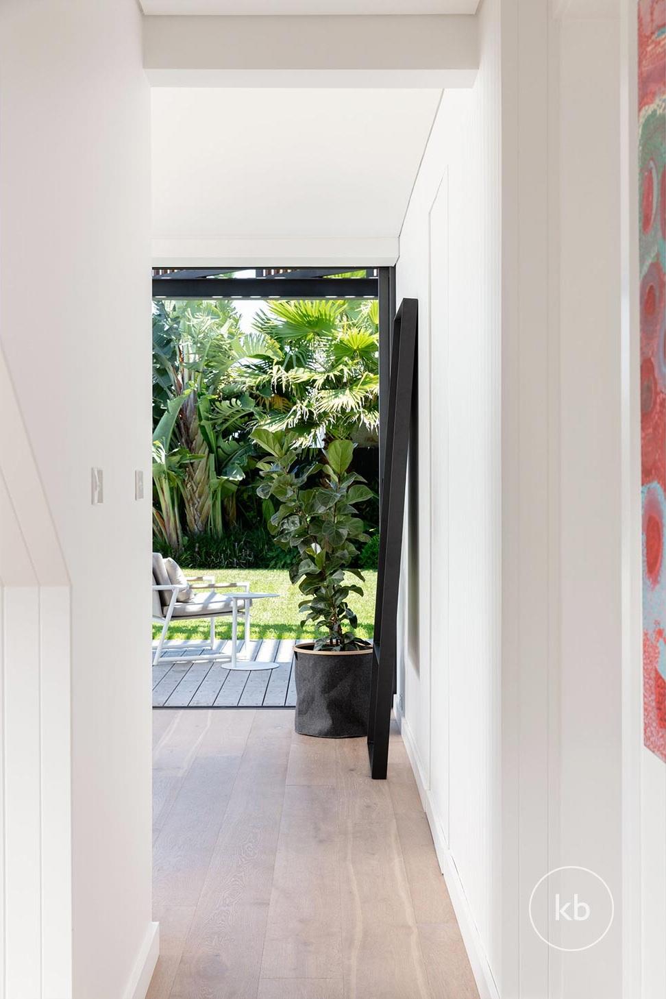 ©-Kate-Bell-Interior-Architecture-&-Design-Bronte-Yanko-project-Hallway-02.jpg