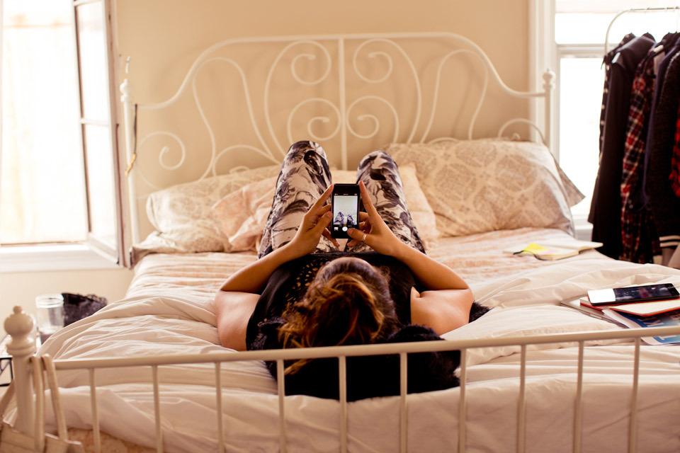 christina-topacio-profresh-style-sabrina-noel-hill-los-angeles-fashion-blogger-working-from-home-vintage-bedroom-inside-my-home-bebe-11.jpg