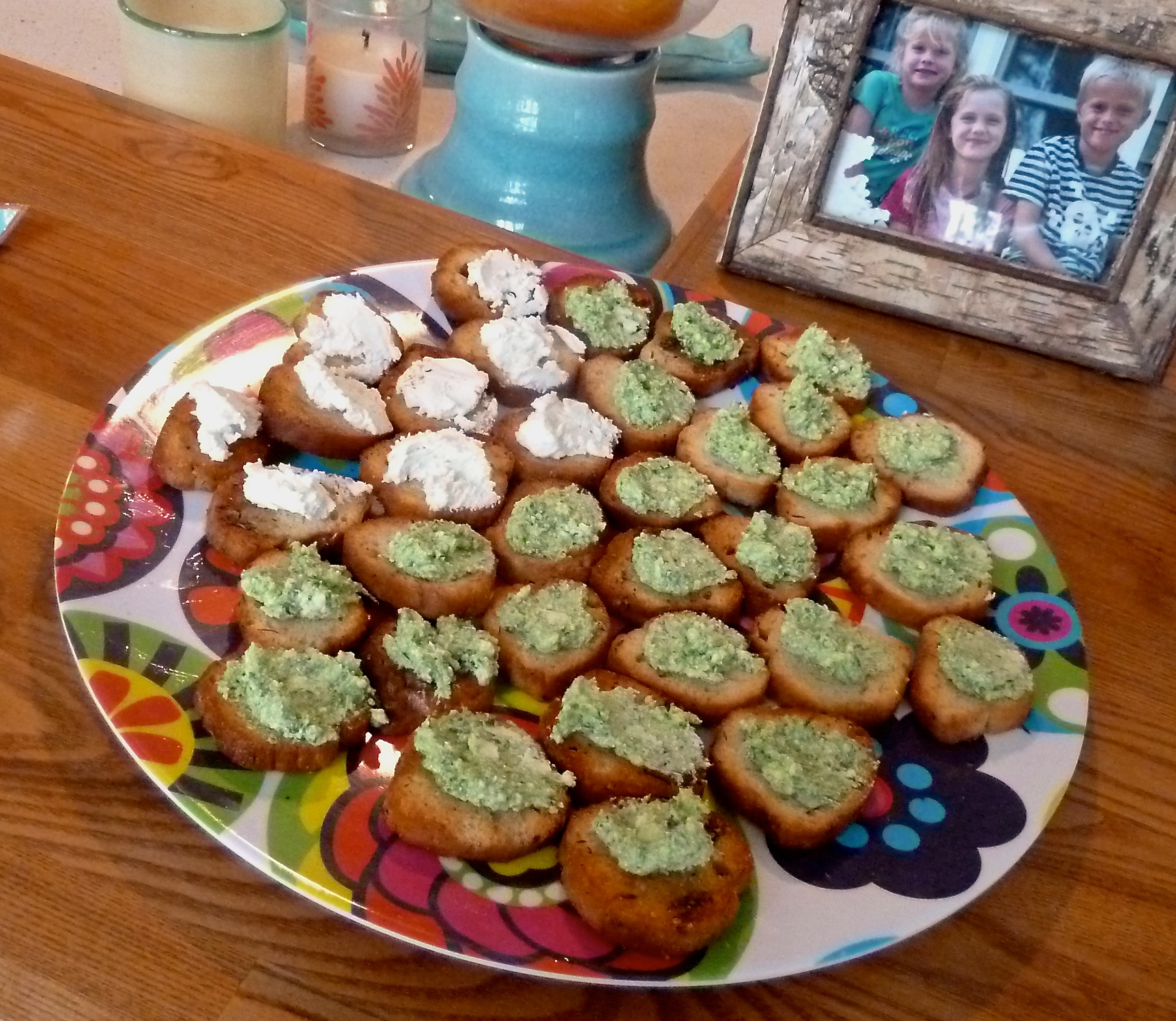 Crostinis with Goat Cheese and Pesto