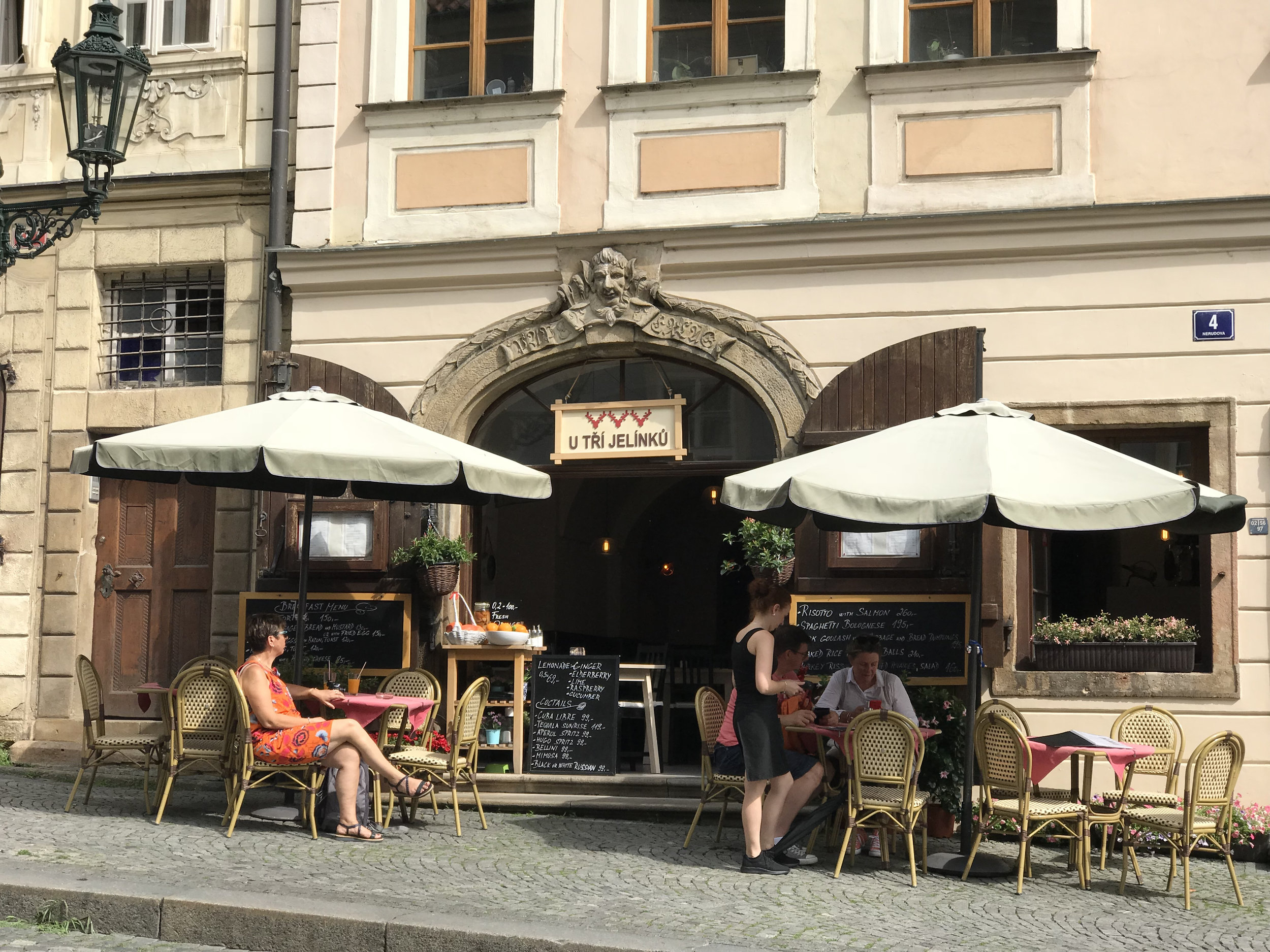 teri_Prague_MalaStrana_spiritedtable_photo17.jpg