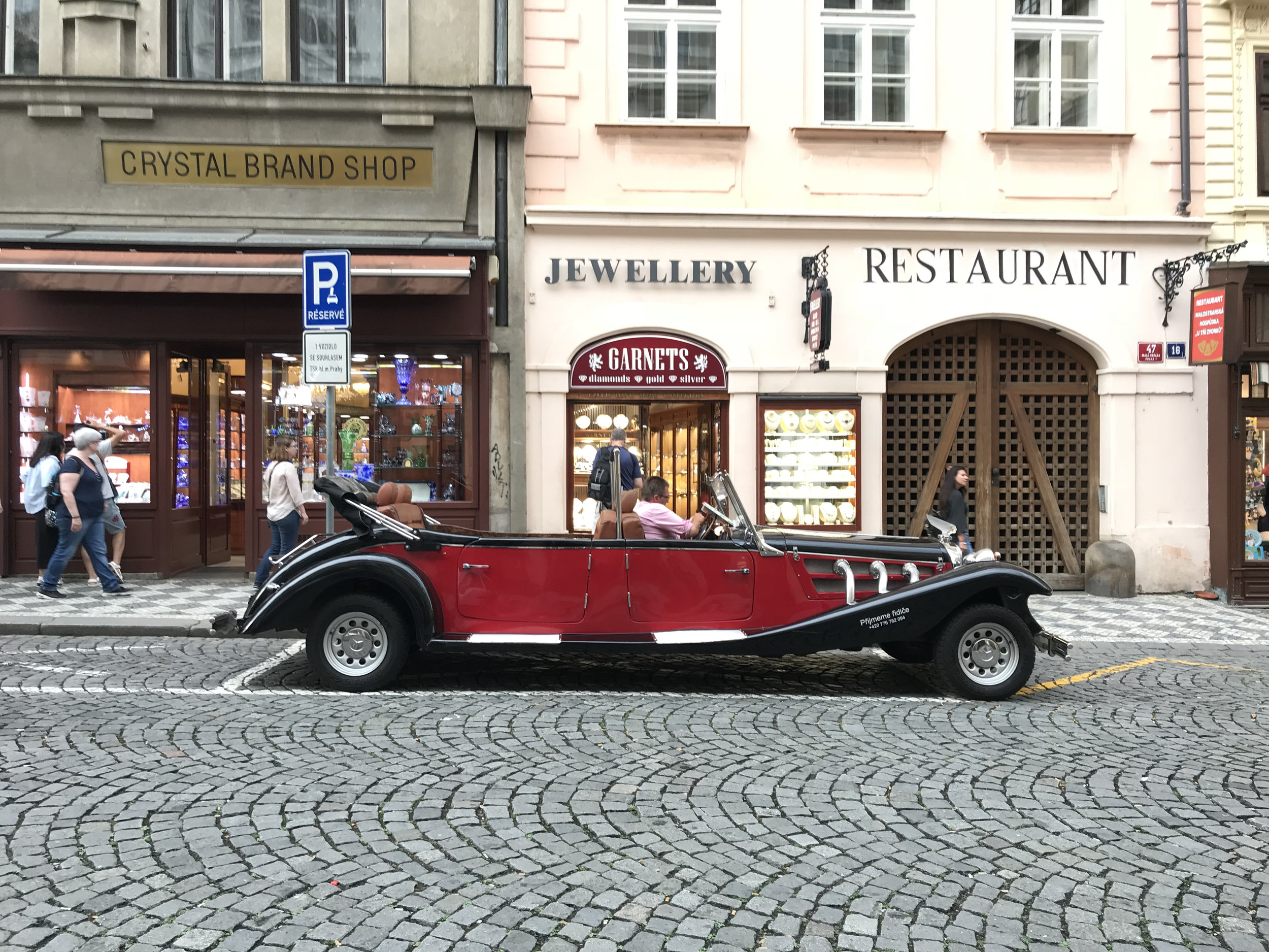 teri_Prague_TopTouringCars_spiritedtable_photo1.jpg