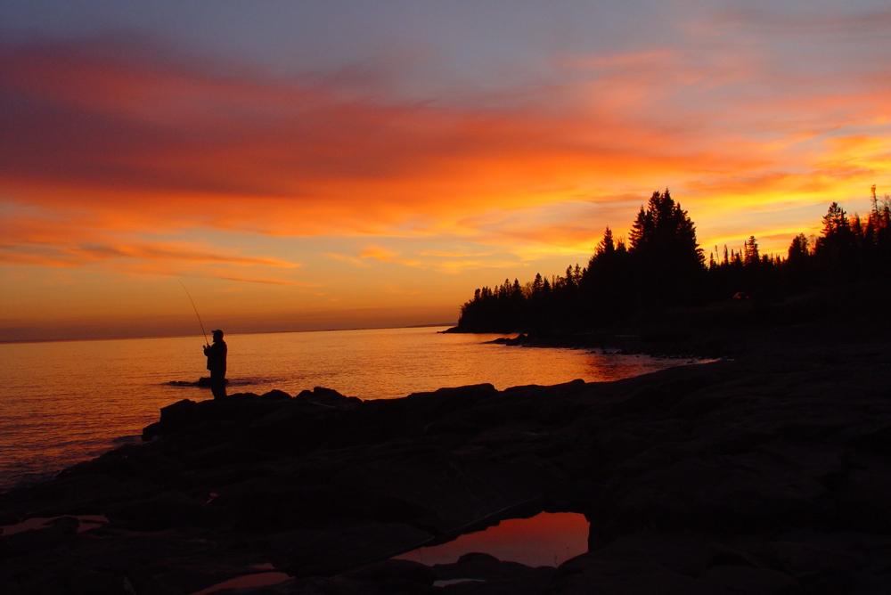 Lake_superior_north_shore_sunset.jpg