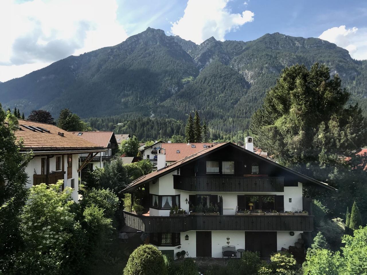 Teri_Garmisch_01_dinner_spiritedtable_photo03.jpg