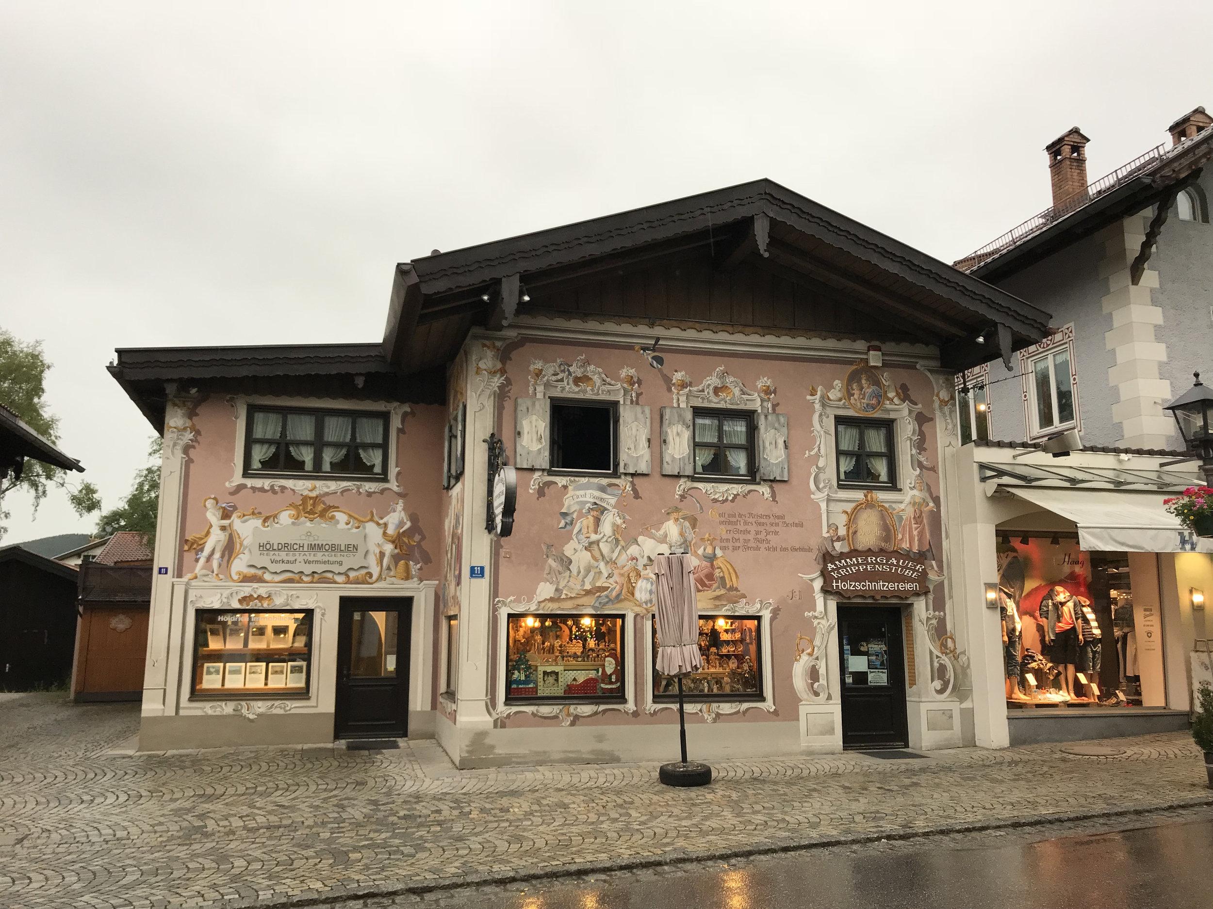 Teri_Bavaria_part3_oberammegau_spiritedtable_photo02.jpg
