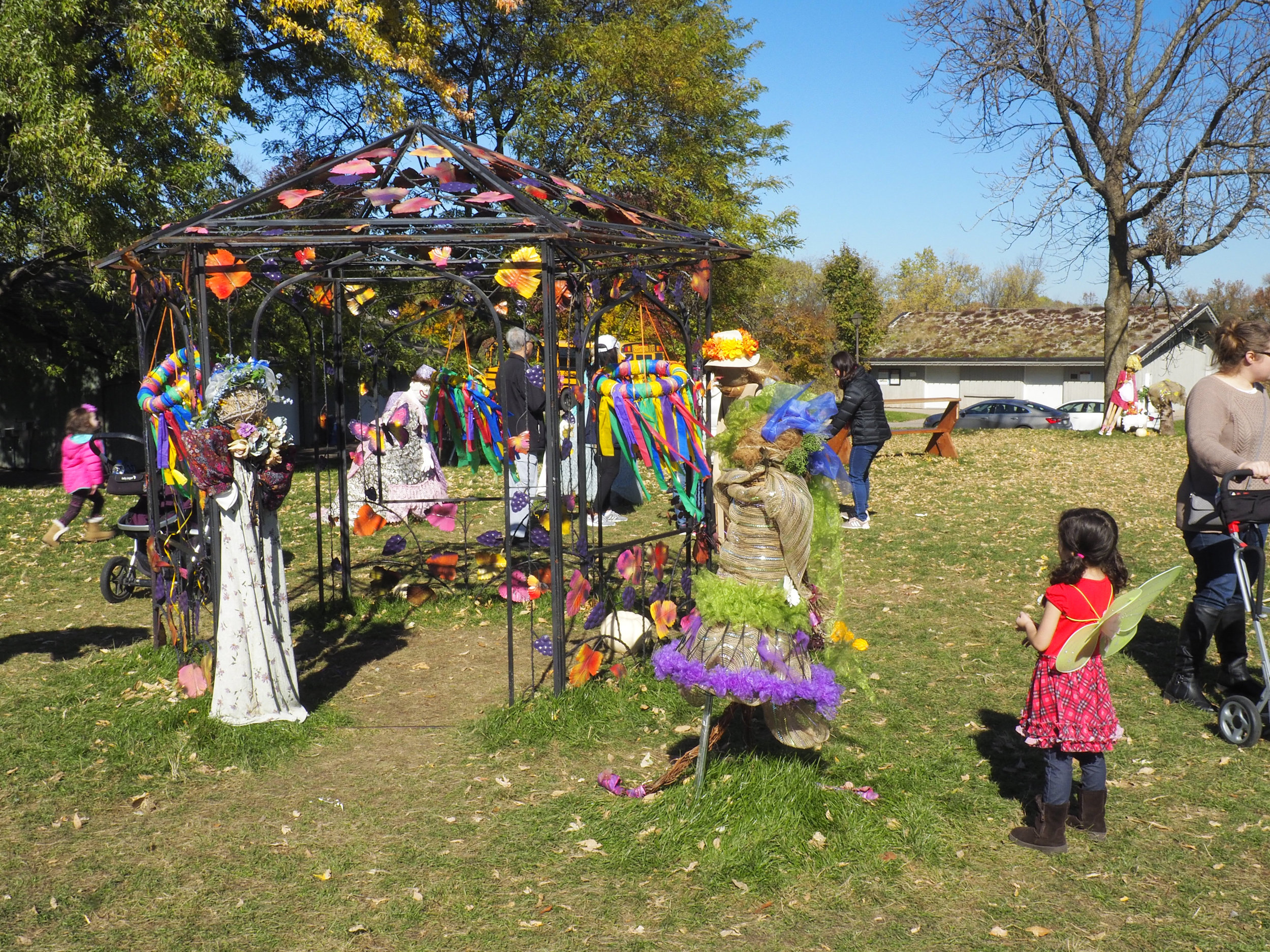 cindi_arboretum_scarecrow_spiritedtable_photo4.jpg