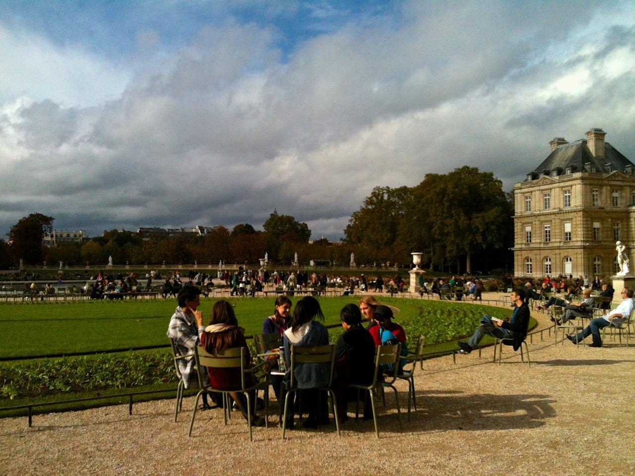 Paris_spiritedtable_photo01.jpg