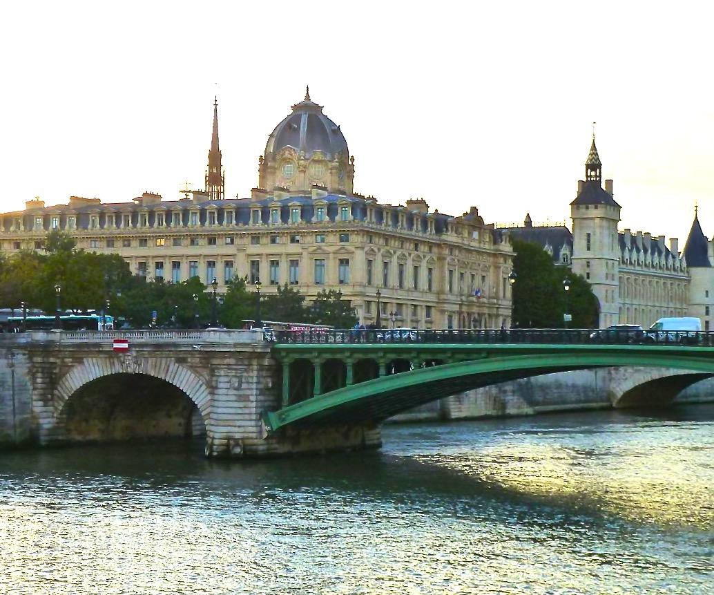 Paris_spiritedtable_photo03.jpg