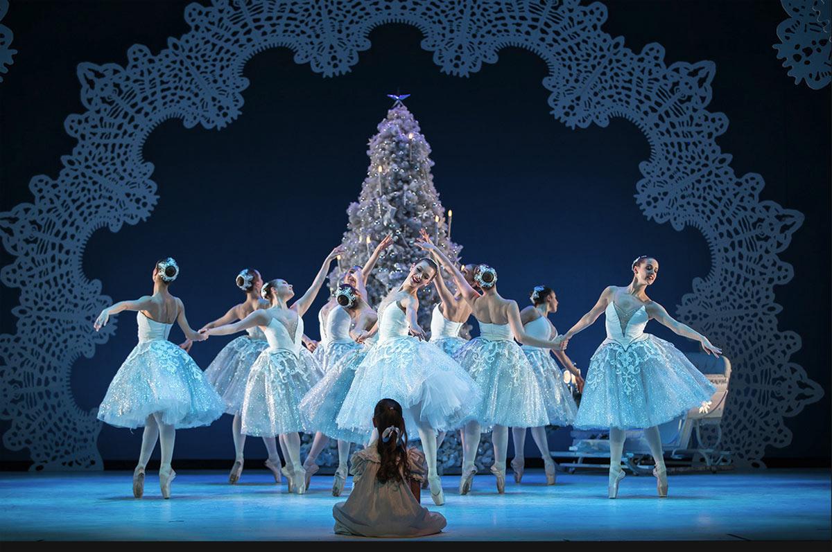 ar-nutcracker-snowflakes-tree-clara-sit_1000.jpg