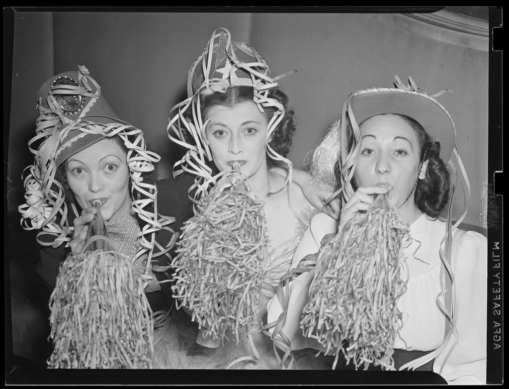 Nightlife of Boston Showgirls in the 1940s (5).jpg