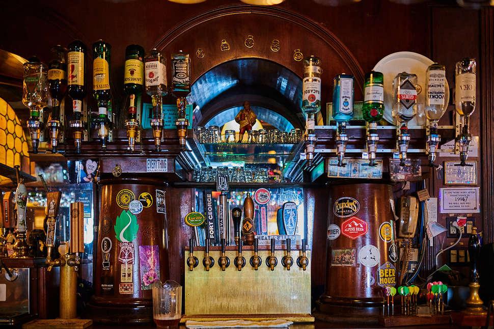 Horse Brass Pub |  Aaron Lee