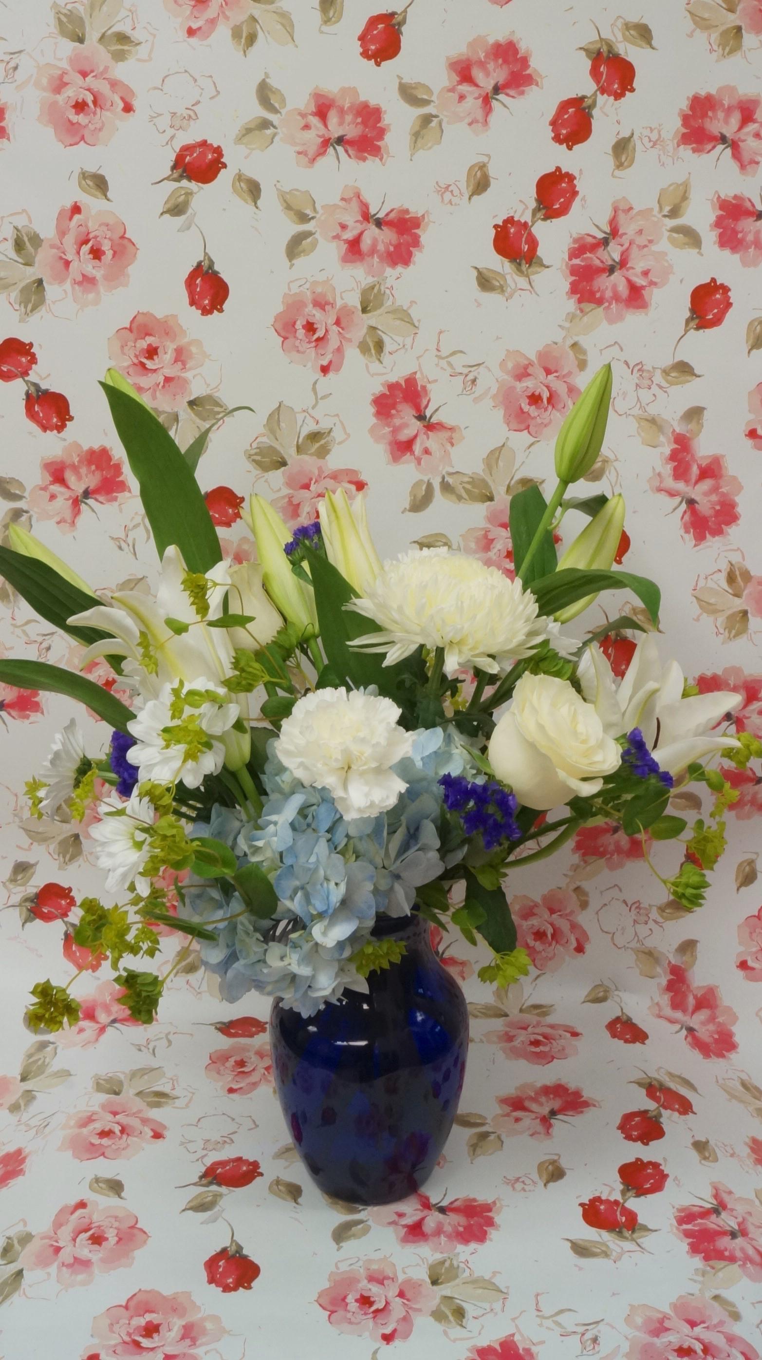 reba_spring_beautifulinblue_floraldesign_spiritedtable1.jpg