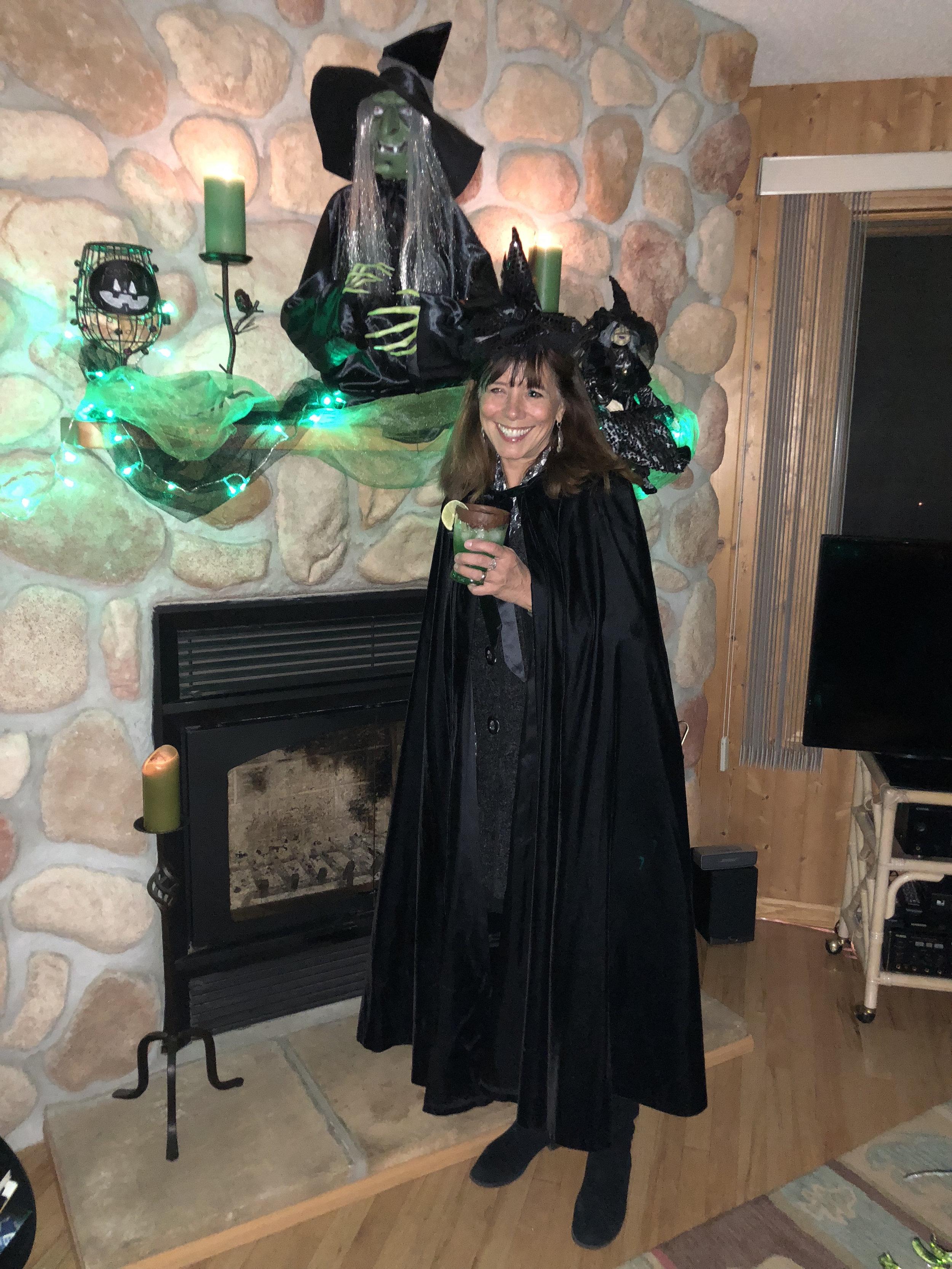 teri_w3bookclub_Wicked_halloween_spiritedtable_photo56.jpg