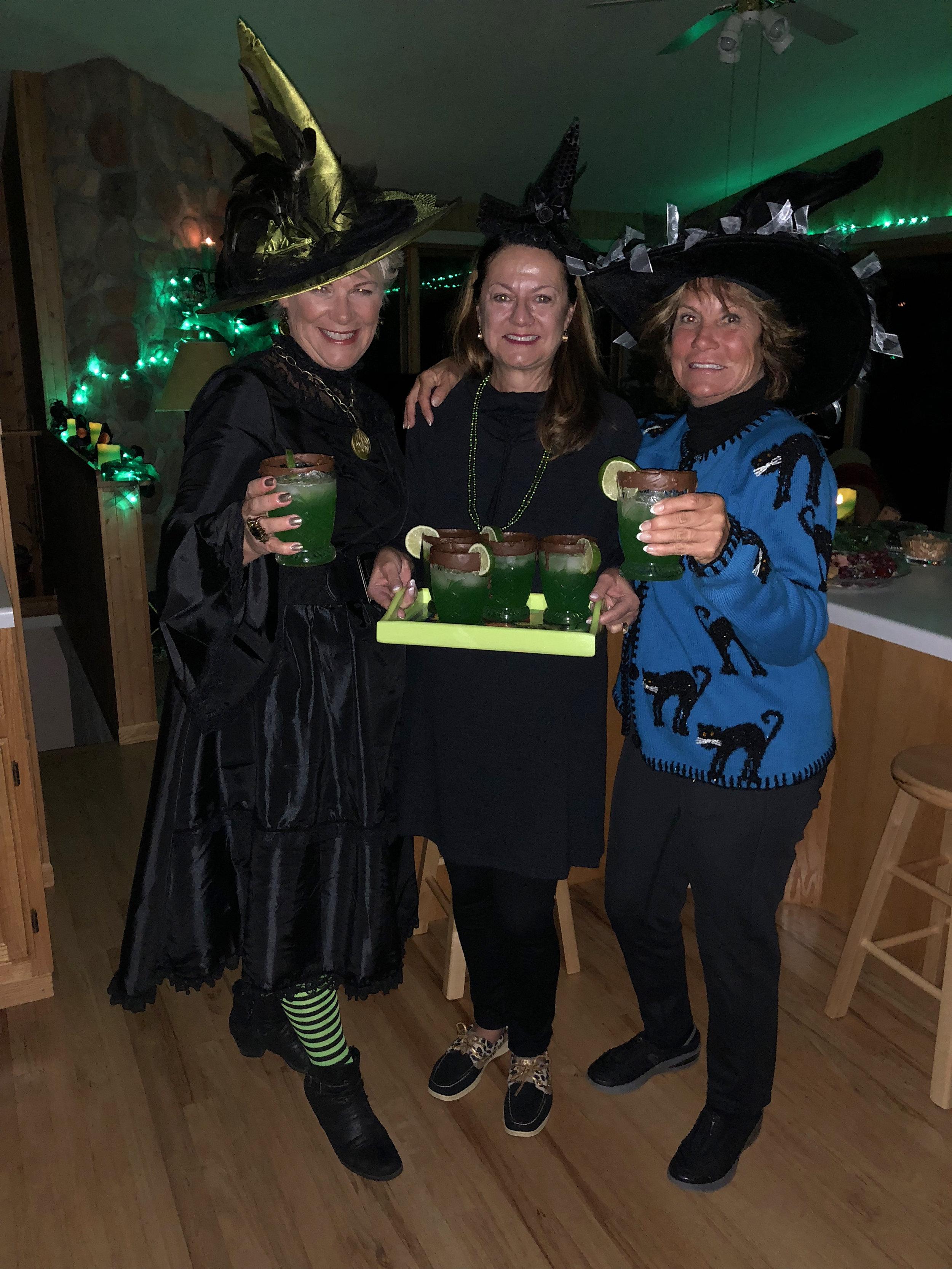 teri_w3bookclub_Wicked_halloween_spiritedtable_photo61.jpg