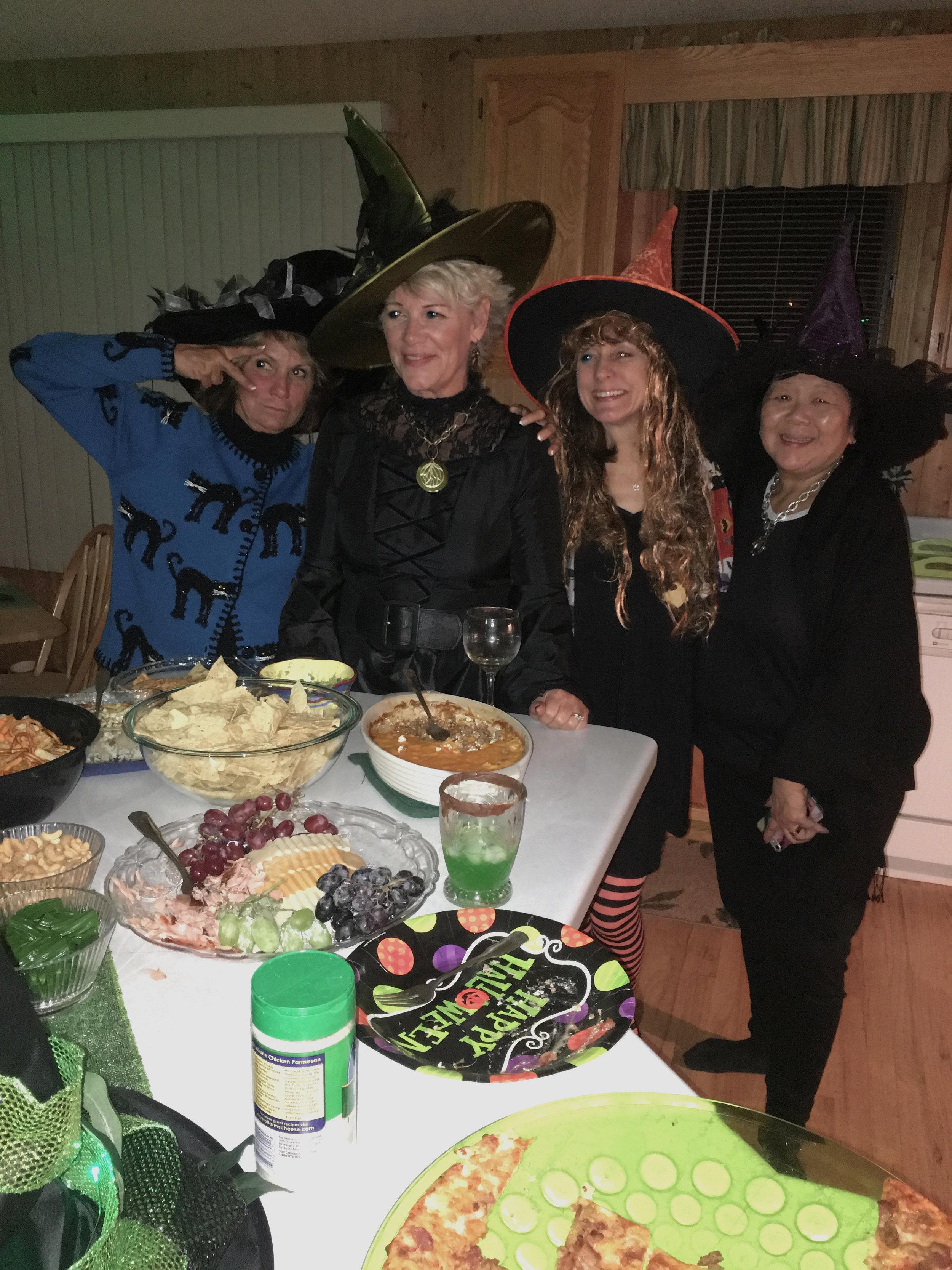 teri_w3bookclub_Wicked_halloween_spiritedtable_photo06.jpg