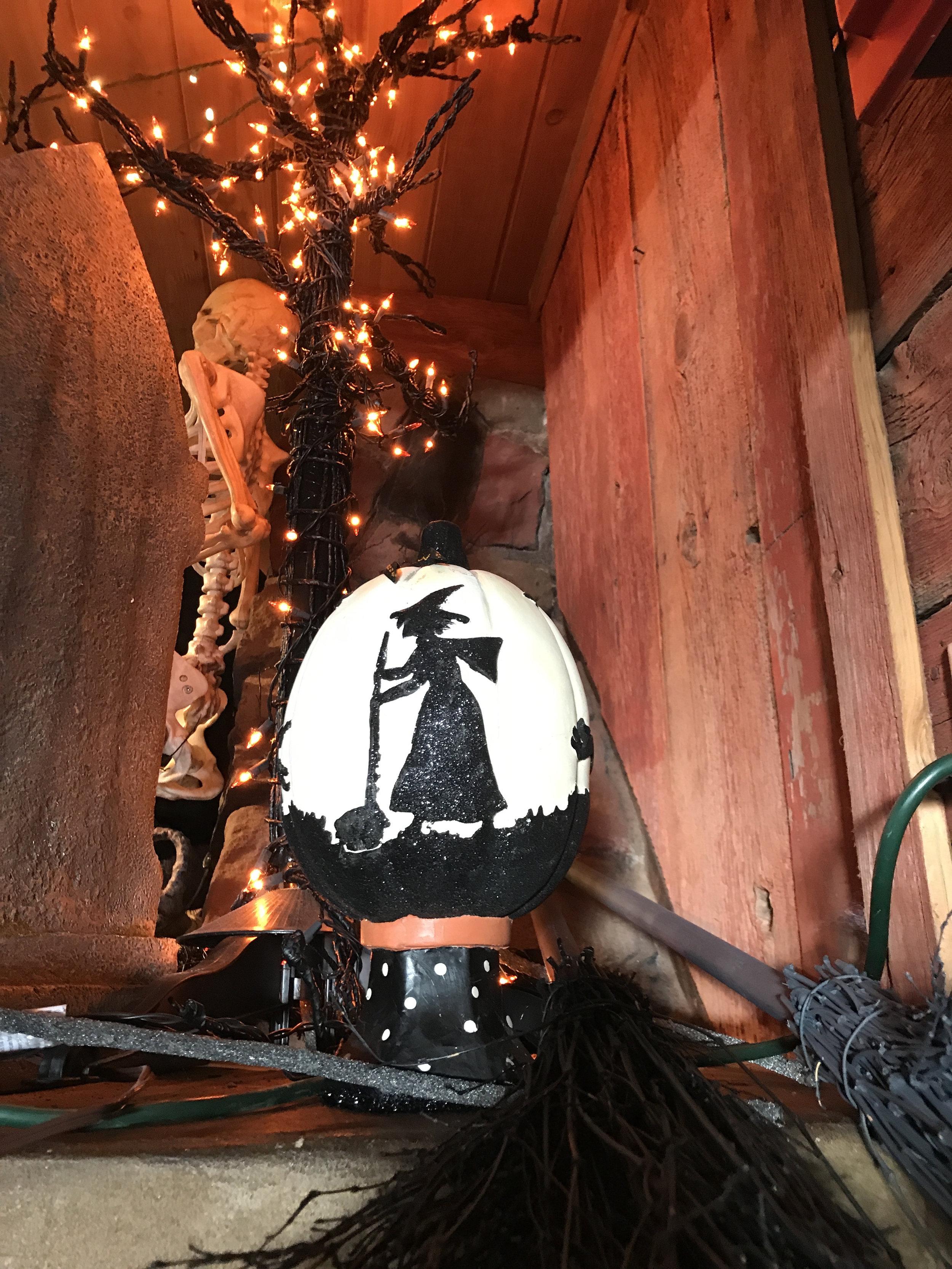 teri_w3bookclub_Wicked_halloween_spiritedtable_photo33.jpg