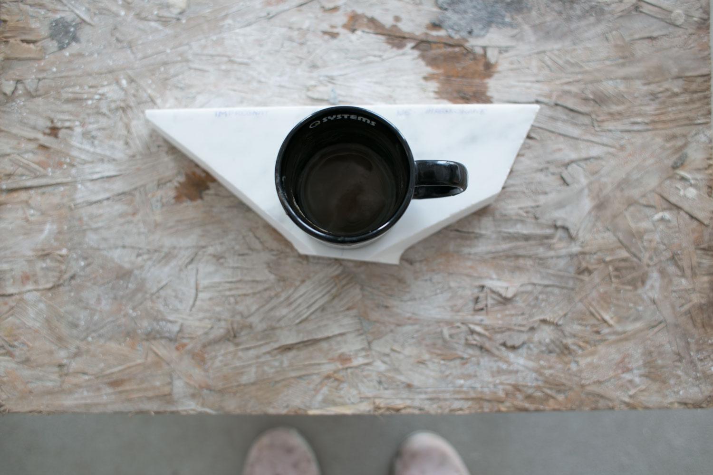 dzień 3 - g.0:10 - rozpoczęłam drugi test. postawiłam na próbce kubek z brudnym od kawy spodem na 5 min.