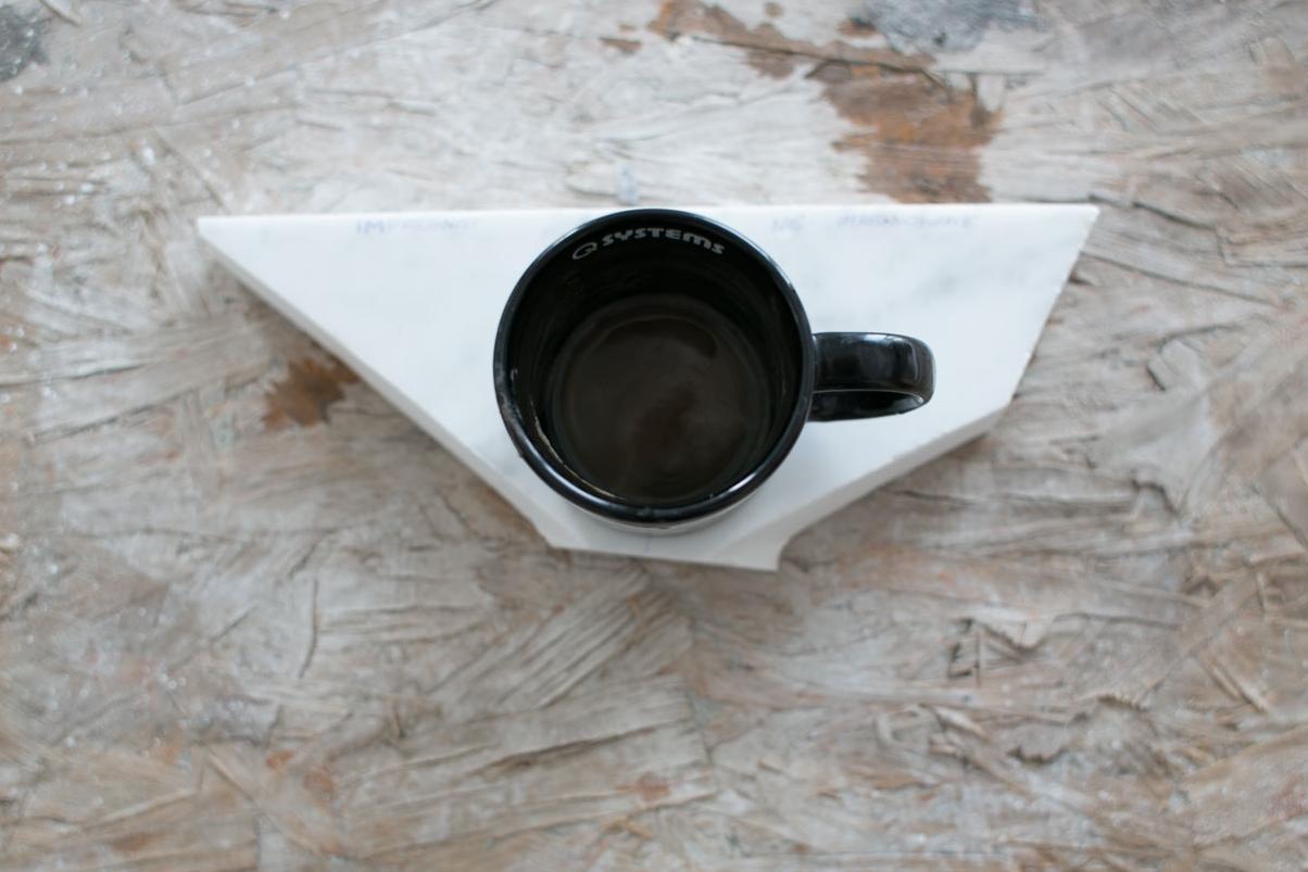 dzień 3 - g.0:20 - rozpoczęłam trzeci test. postawiłam na próbce kubek z brudnym od kawy spodem na 30 min.