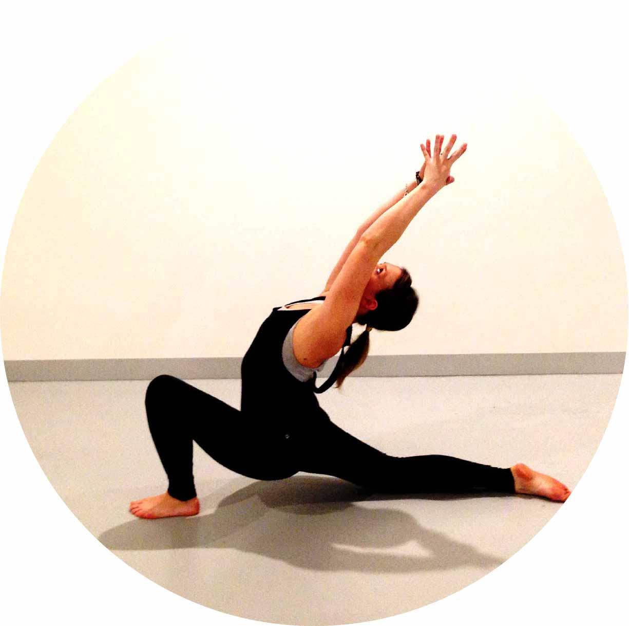Yoga-Corner-Melbourne-Teacher-Amy-Anjaneyasana-Circle.jpg