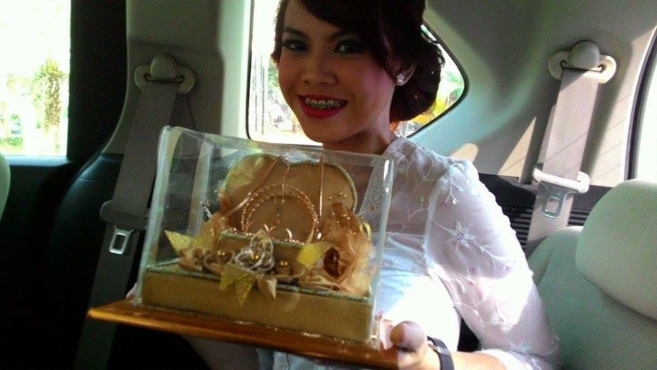 Dewi Ajie's bride 5-15-15.jpg