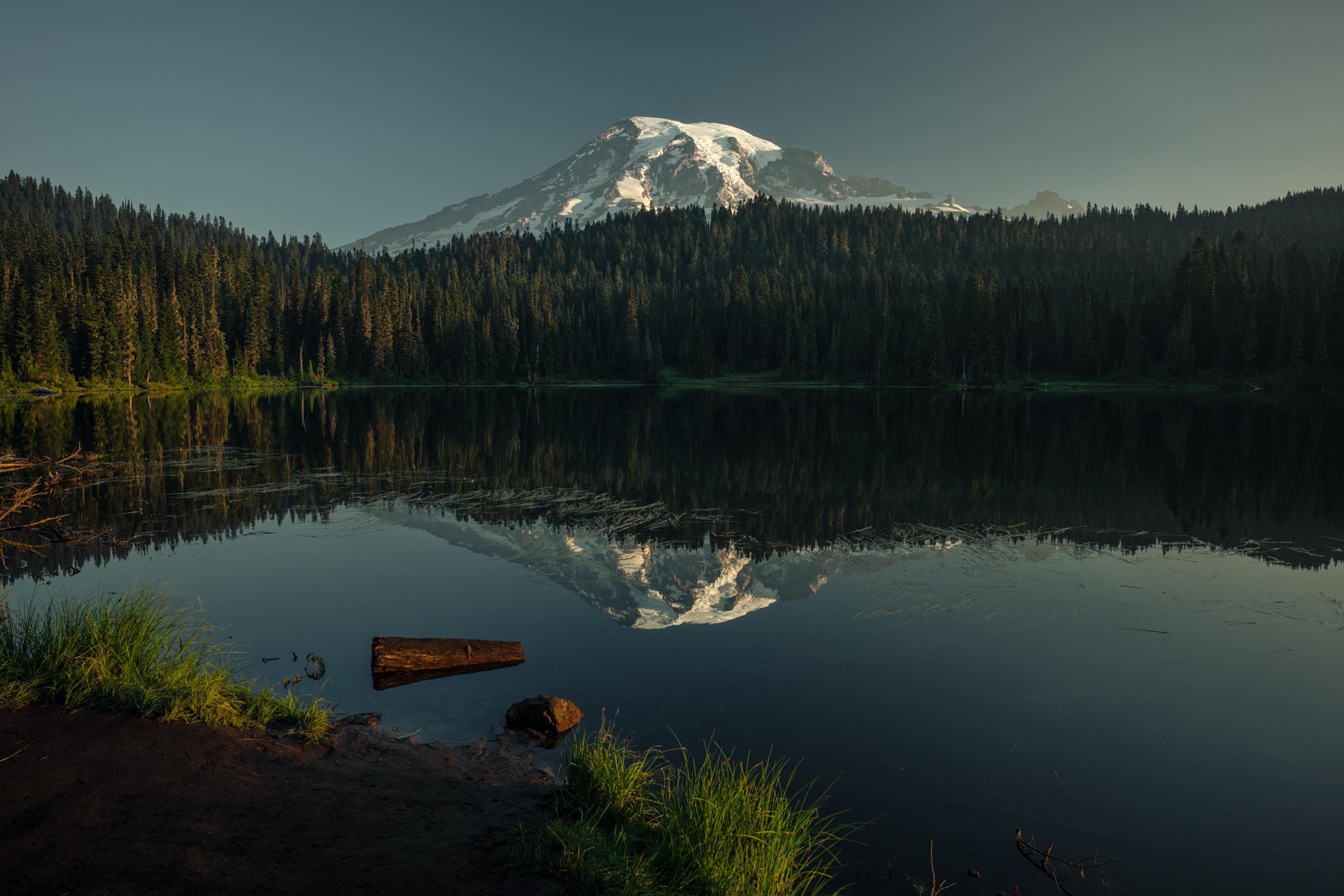 MOUNT RAINIER / REFLECTION LAKE