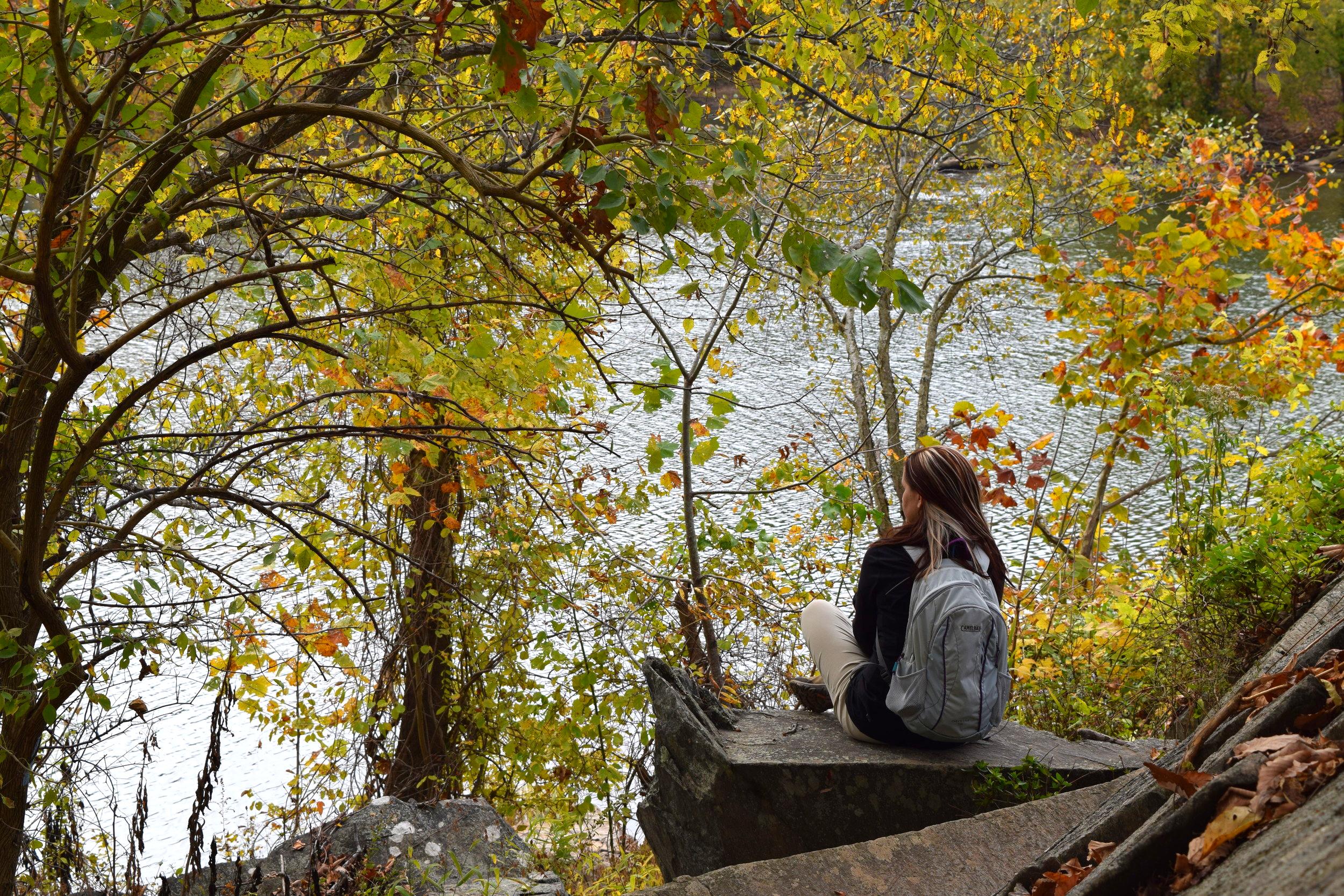 potomac river overlook hiker