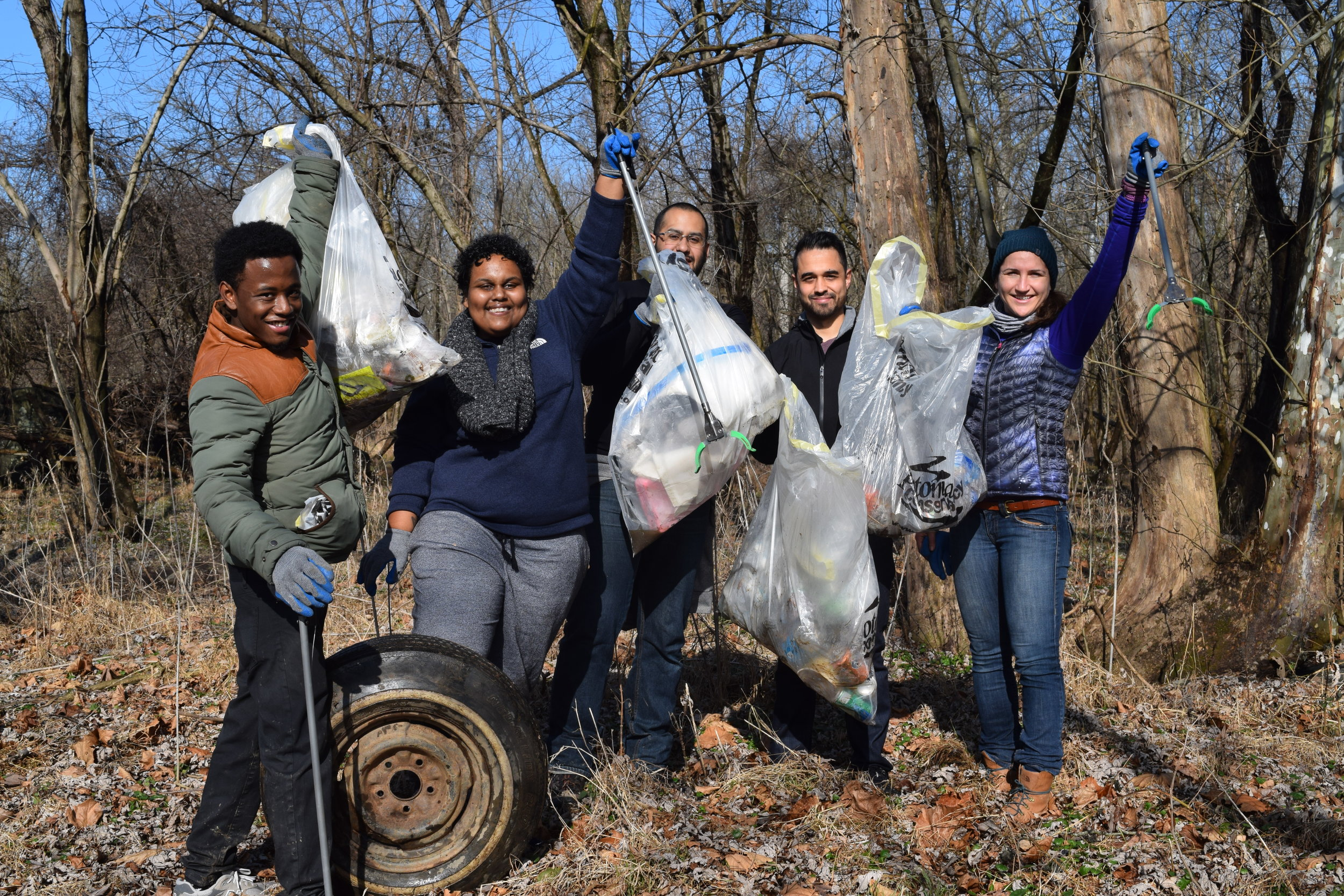 Potomac cleanup volunteers fletchers cove