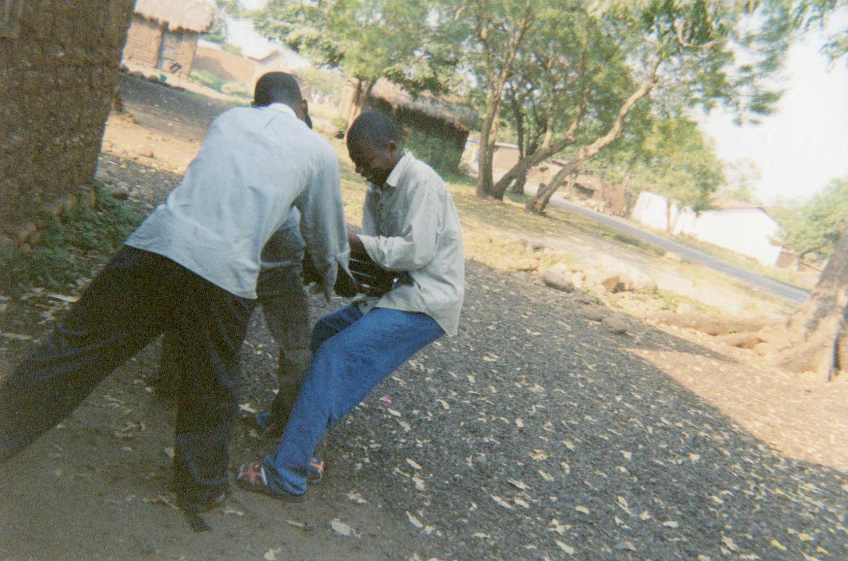 This photo shows the inadequacies of the reintegration and reinsertion kit for tailoring — these three young people are in a dispute regarding a sewing machine included in a reinsertion kit.