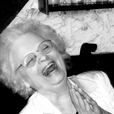woman-laughing-1437687.jpg