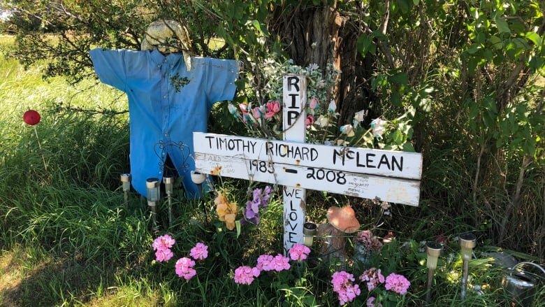 Tim Mclean's memorial. (karen pauls, cbc news)