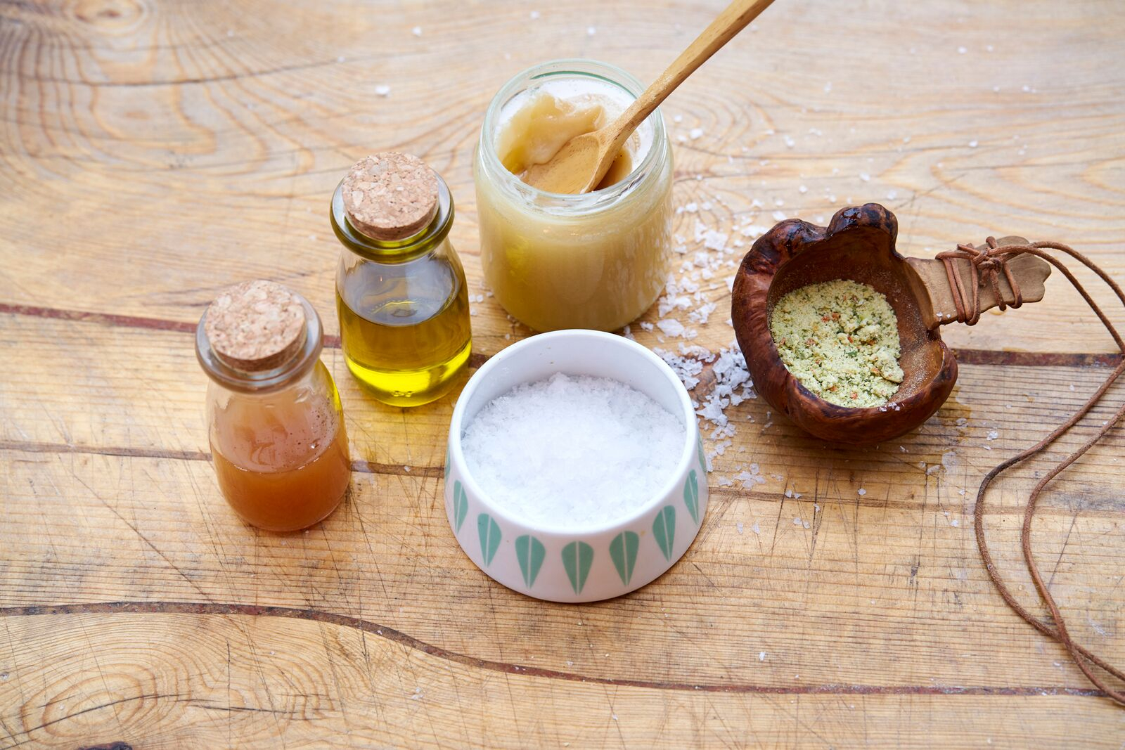 Basic kit: Bullion / bone broth,sea-salt, butter and rapeseed oil, honey, apple-vinegar. Photo: Alexander Benjaminsen.