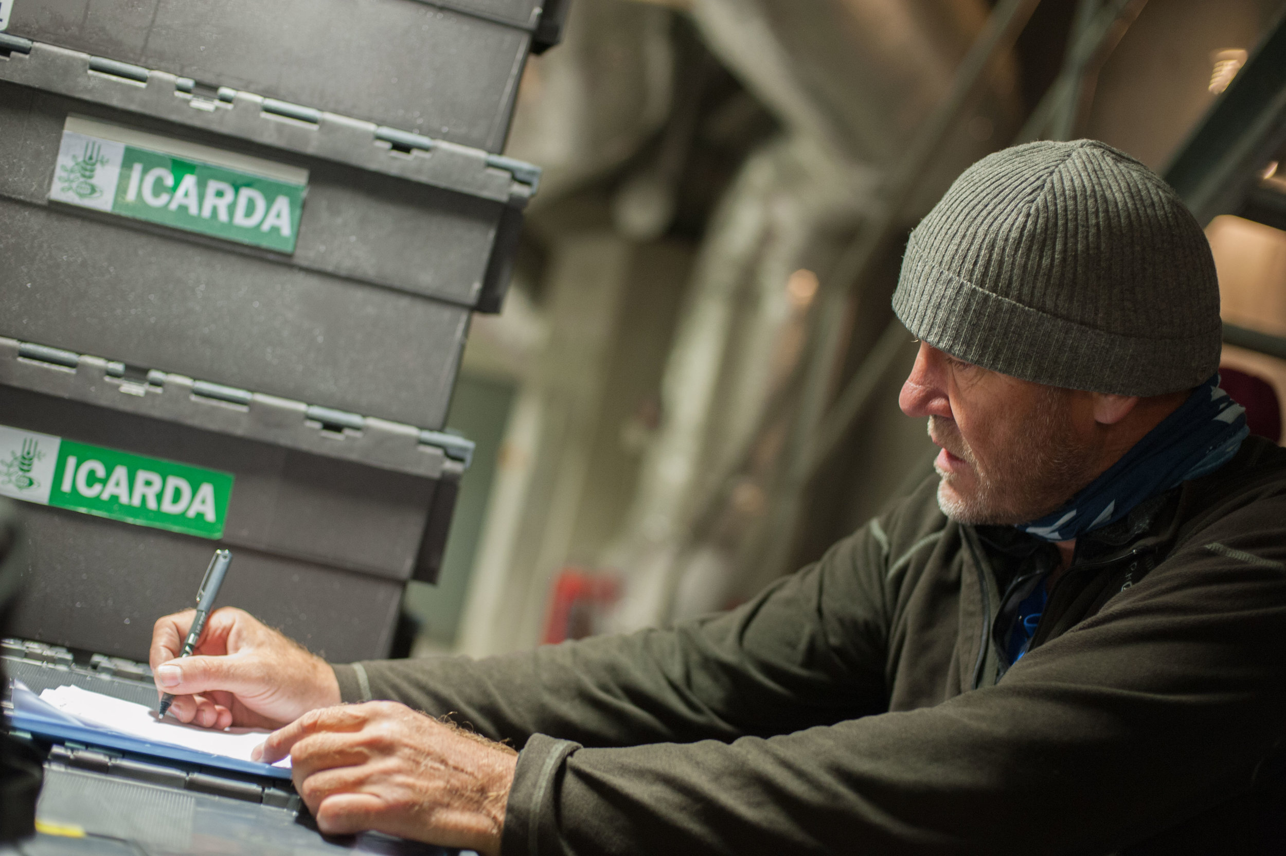 Åsmund Asdal registrering newly arrived seeds. Photo: Riccardo Gangale, Landbruks-og matdepartementet.