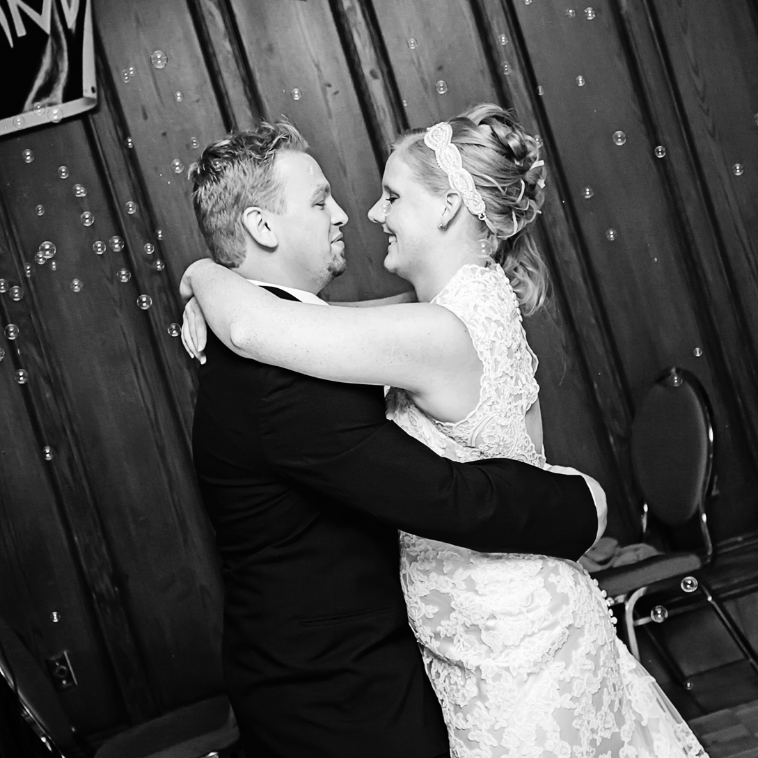 """MELISSA MIHALJI     Wedding Client    """"So much fun to have photograph our wedding and the pictures are amazing. Thanks so much Nicki!"""""""
