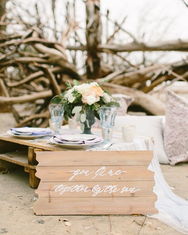 A #sandpiperandco sign, some calligraphed sea glass and a hand painted, calligraphy invite suite were featured over on @burnettsboards last week! Photography by @briannawilburphoto planning by @smellslikepeoniesevents florals by @stephaniegibbsevents