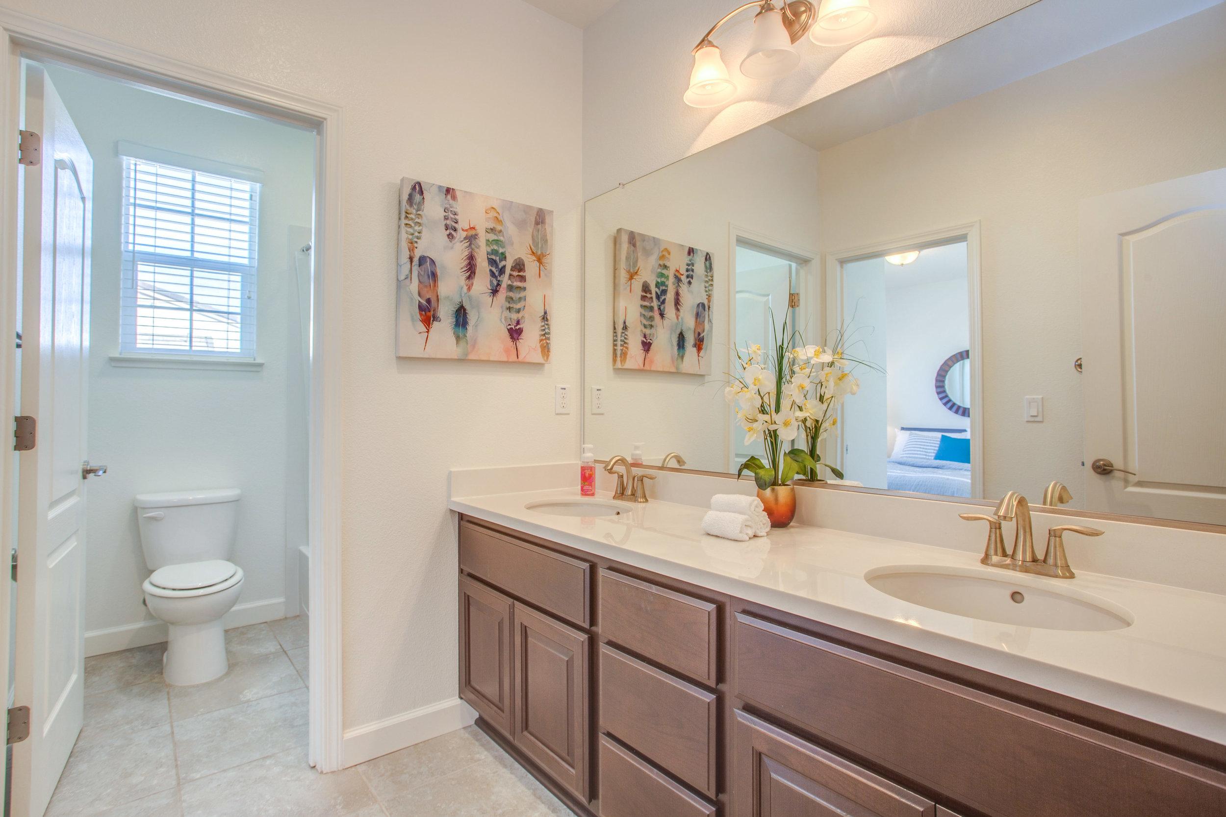 1504 Hayden St Hayward CA-print-020-23-Full Bathroom-4200x2801-300dpi.jpg