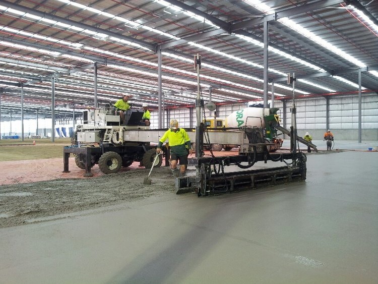 The Caterpillar warehouse was approx. 55,000 square metre (33 separate pours) under roof including 11 loading bays and a separate chemical store of 2000m under roof. The concrete used was all fibrecrete (integrated onsite), other than the loading bays and surrounds which were conventional.      Despite many hurdles our site team managed to provide a quality finish and great FF/FL results. Further to the excellent results, QRC also successfully avoided any LTI's for the entire project.