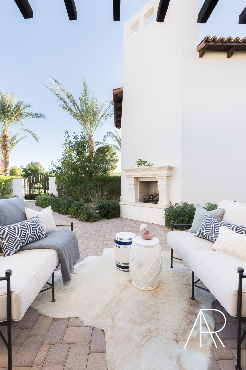 ©AlyssaRosenheck Scottsdale AZ Courtyard with Mydomaine and Bria Hammel Interiors