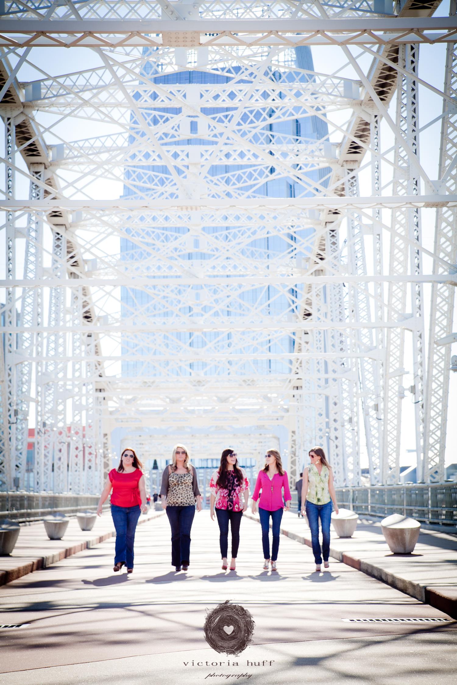 Nashville-Walking-Bridge-Photography-Girls-Day-Out.jpg