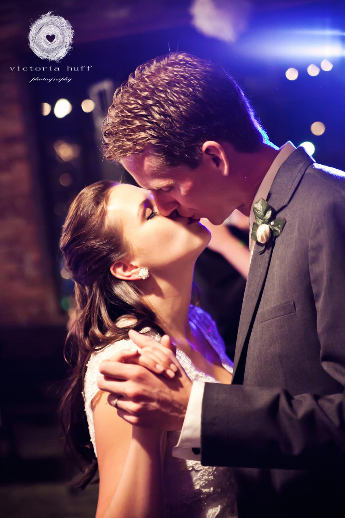Wedding-Photography-Lindsay-Collins-Jason-Baggett-Wedding-Centennial-Park-Nashville-Tennessee-Hotel-Indigo-Vintage-937.jpg