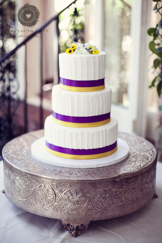Wedding-Photography-Omar-Samra-Jennifer-Gilewski-Charlotte-North-Carolina-Vanlandingham-Estate-Wedding-Cake.jpg