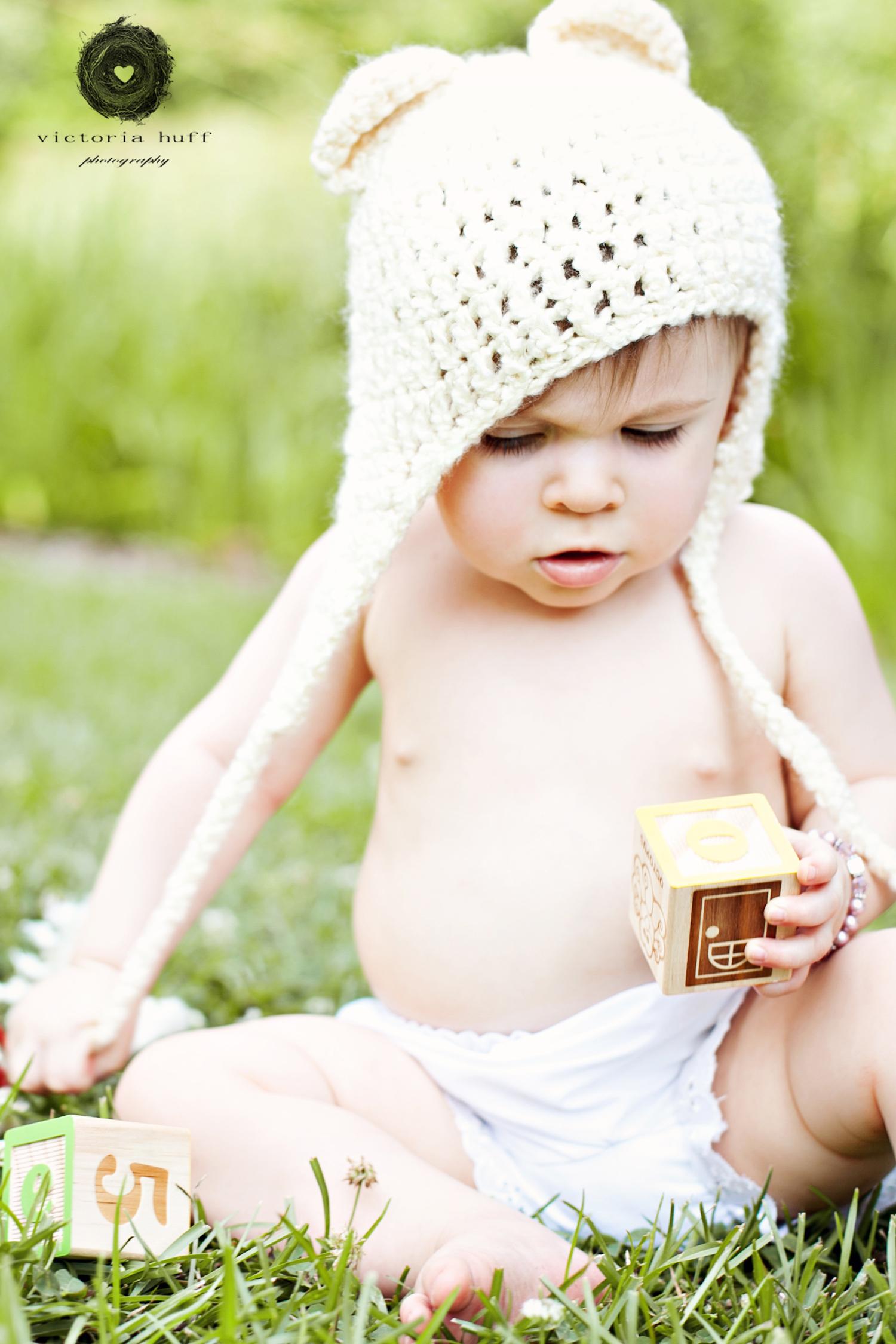 Callie-toddler-baby-one-year-shoot-hat-botanical-gardens-athens-georgia-photography-1.jpg