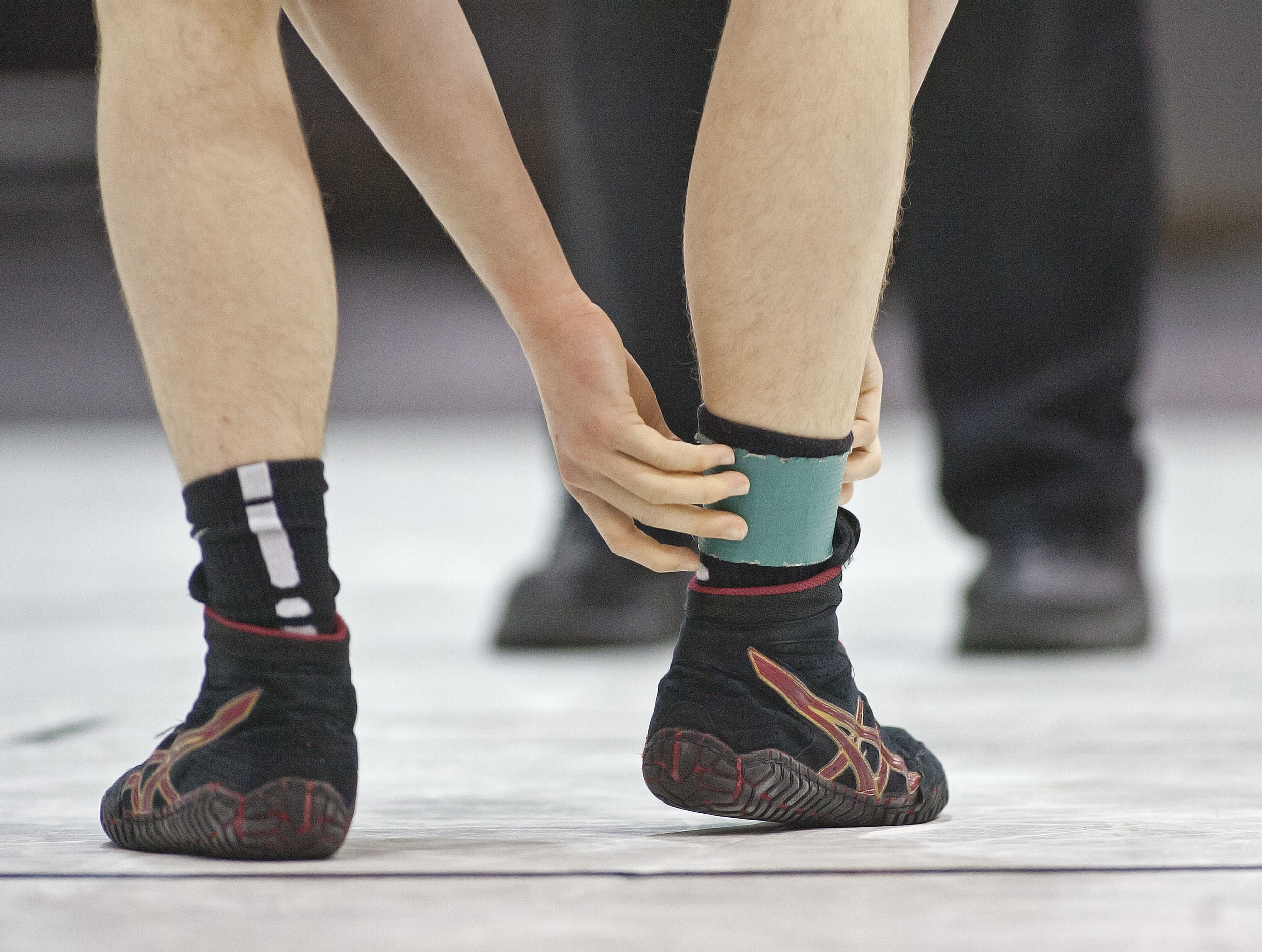 Carbondale High School's Will Meador wraps his ankle prior to his first round match with Cahokia's Deairis Tipler.