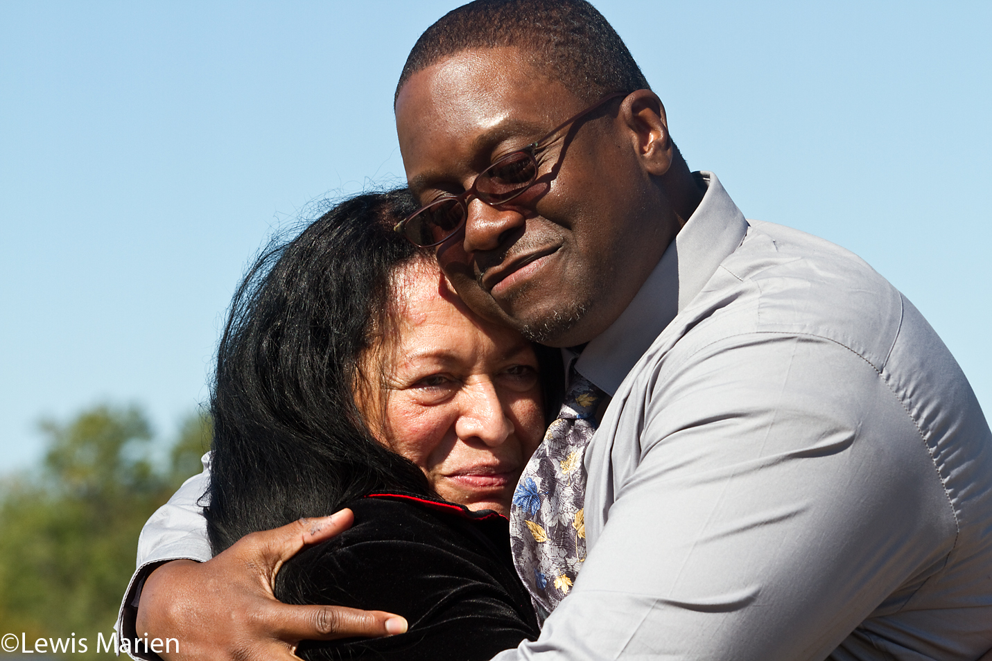 Shawn Whirl embraces his fiancée Gloria Castaneda after talking to the media following his release from the Henry C. Hill Correctional Center in Galesburg, Ill., on Wednesday, Oct. 14, 2015.