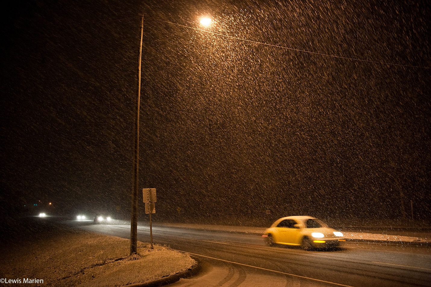 Westbound traffic on U.S. Highway 150 goes about their business as snow begins to fall late-night Nov. 20 north of Galesburg, Ill.