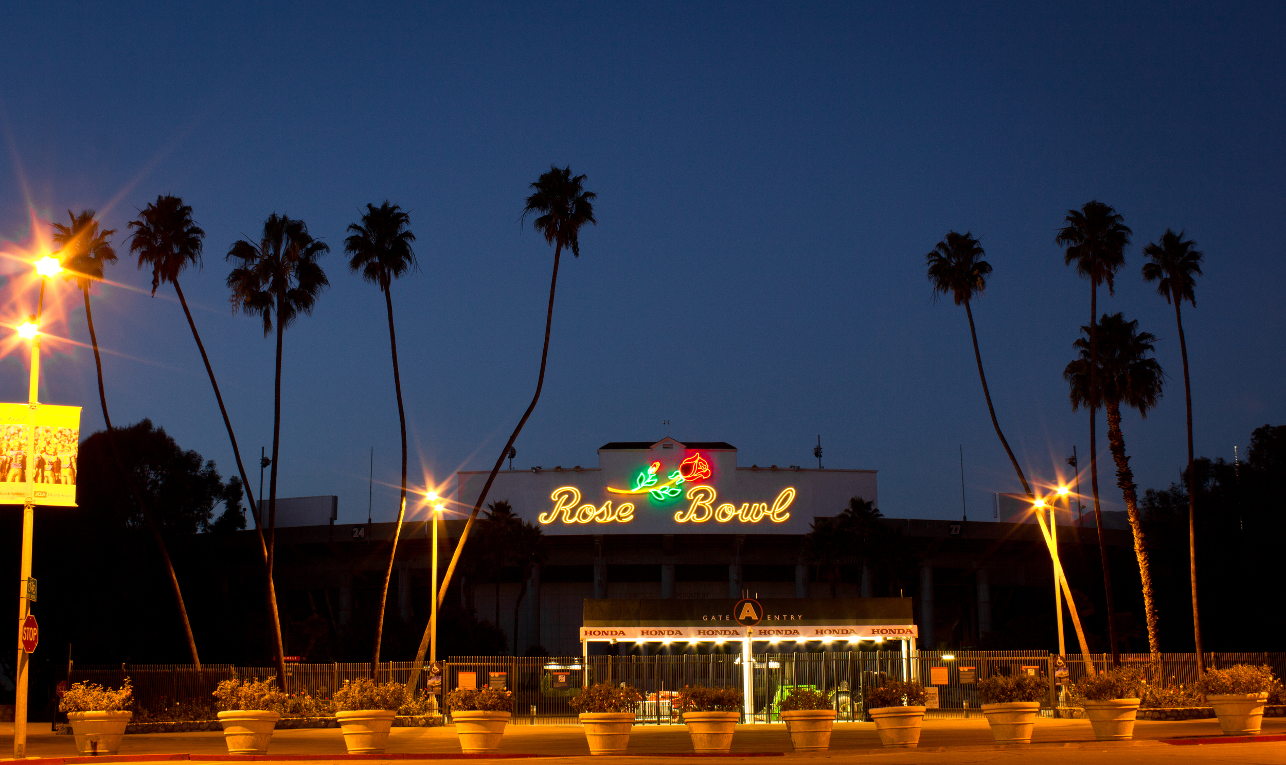 Rose Bowl Pasadena Rollie Robles.jpg