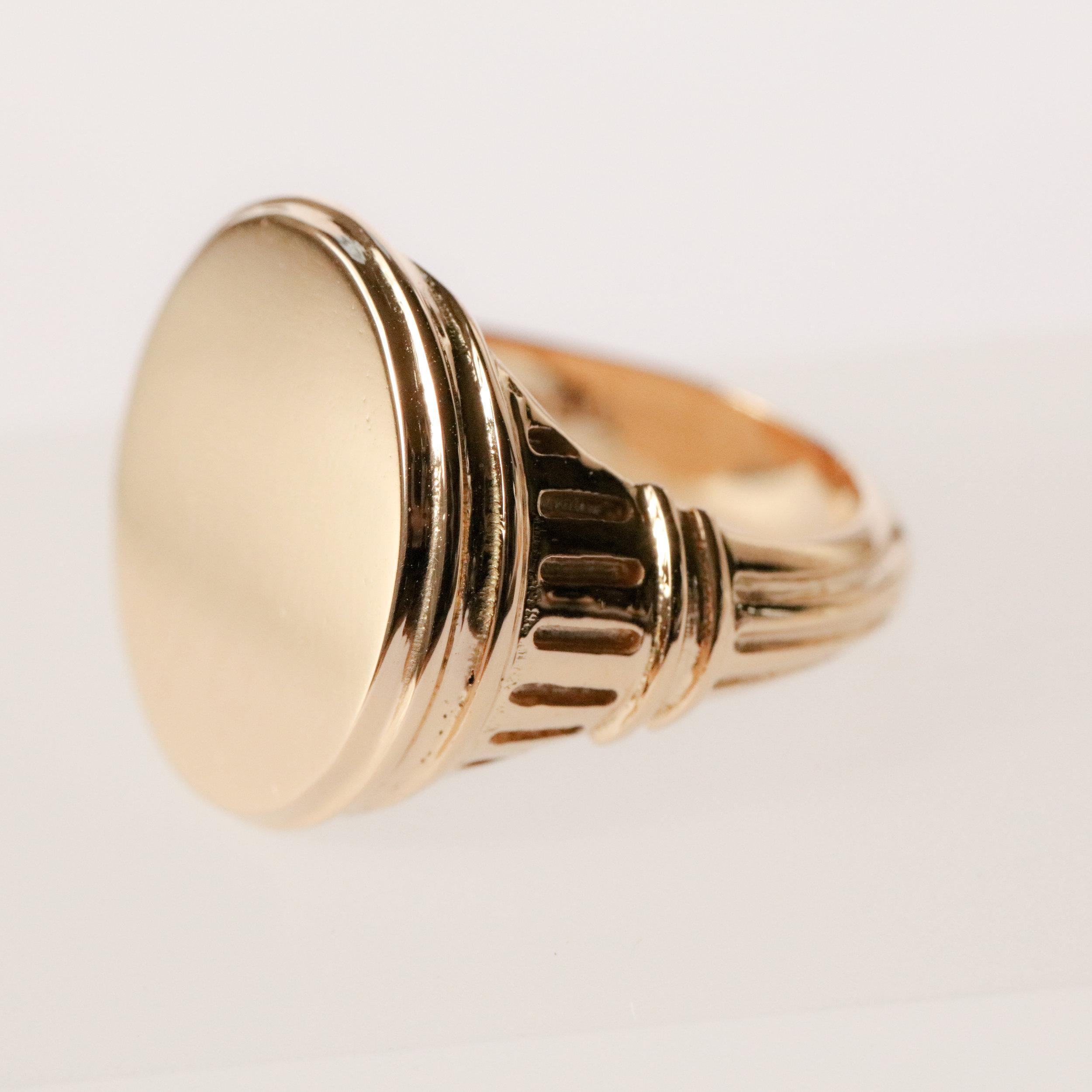 Marerro Signet Ring in 18ct yellow gold