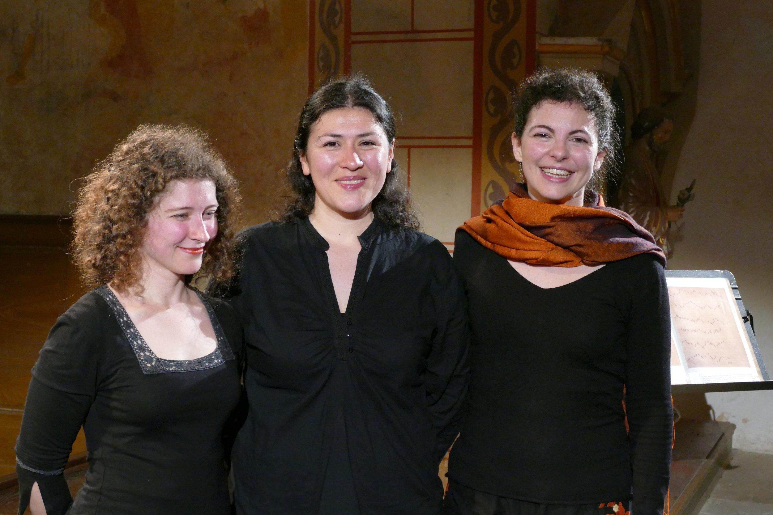 Photo: Pierre Sternberger  .       Oiet ensemble, after the concert at Asnières-sur-Vègre. Festival de Sablé.