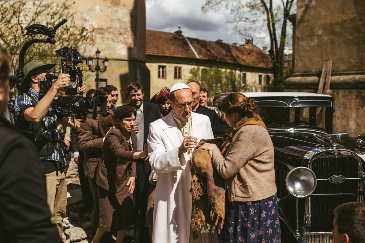 Pope vs Hitler BTS-016.jpg